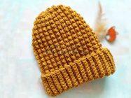 Теплая, плотная шапочка крючком простым рельефным узором
