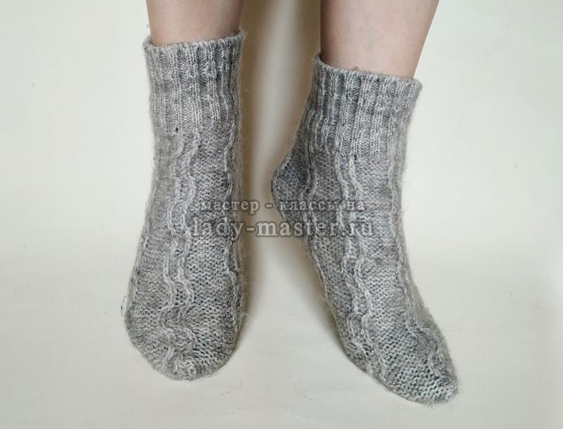 Как сшить теплые носки из старого свитера