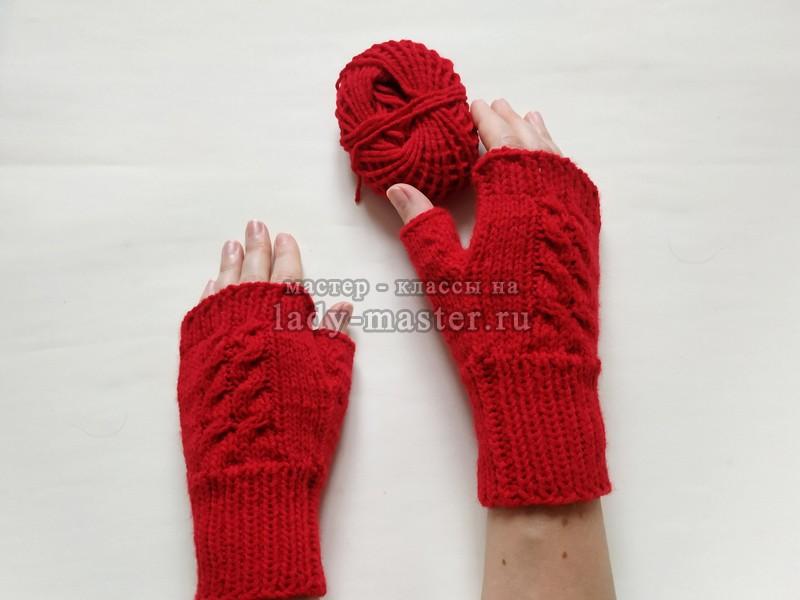 Ультра модные ярко-красные митенки спицами